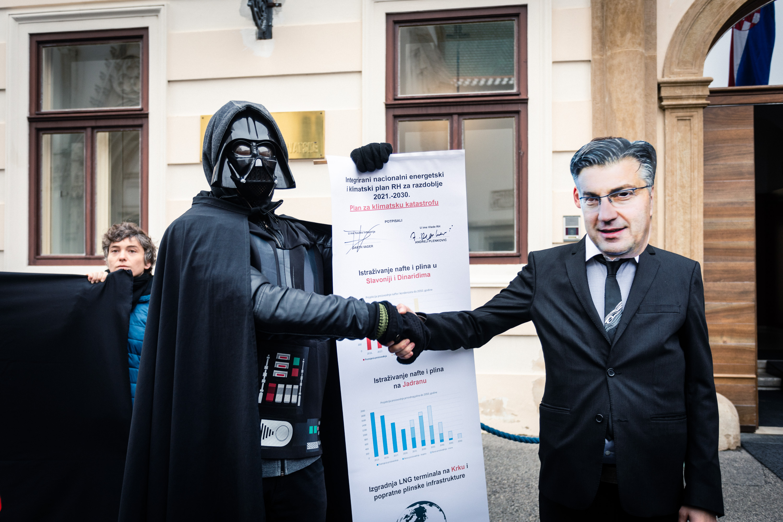 potpisivanje_plana_plenković_darth_vader_klimatska_katastrofa_22112019_osijeknews (4)