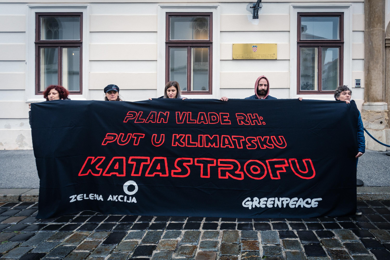potpisivanje_plana_plenković_darth_vader_klimatska_katastrofa_22112019_osijeknews (8)